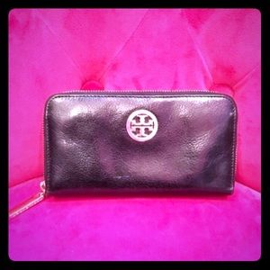 Tory Burch Robinson Continental Zip Around Wallet